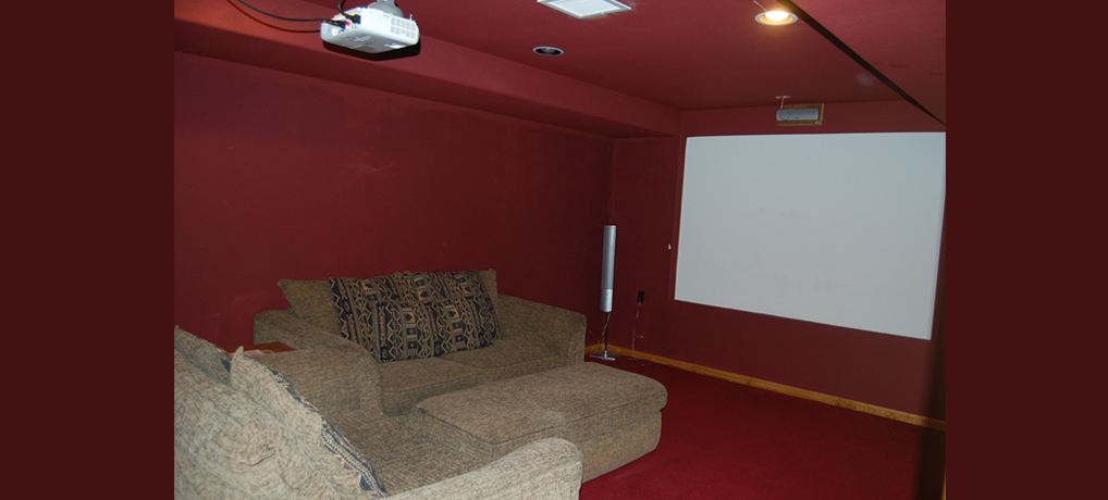 Vacation Rental - McCaskell Cabin Theater Room